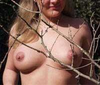 Ich nackt im warmen Sommer