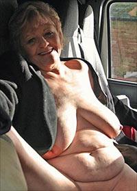 Willst du eine scharfe ältere Frau im Bett haben